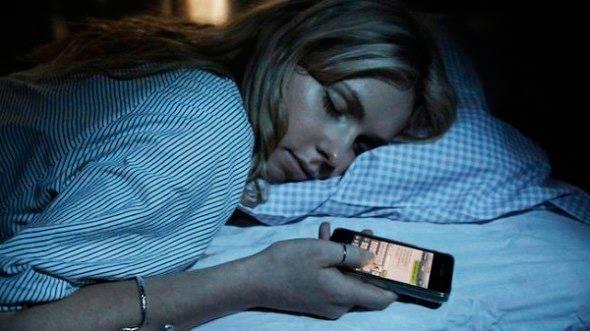 """Las radiaciones generadas por el teléfono móvil ayudan a sufrir el """"Insomnio Tecnológico"""""""